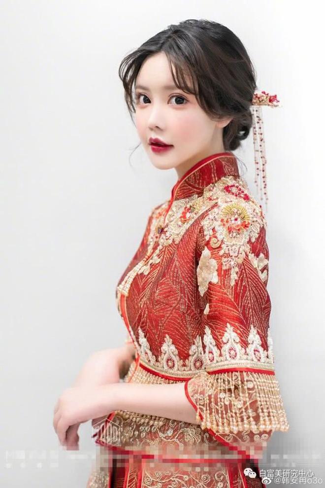 Hốt hoảng hôn lễ của mẫu nữ xứ Trung: Nhan sắc thảm họa từ cô dâu đến khách mời toàn hotgirl Weibo bị bóc trần - Ảnh 2.