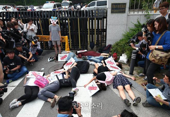 Vụ án giết người ám ảnh phụ nữ Hàn Quốc: Kẻ thú ác gây án vì ghét nữ giới, cảnh sát đổ hết lỗi lầm cho căn bệnh tâm thần - Ảnh 8.