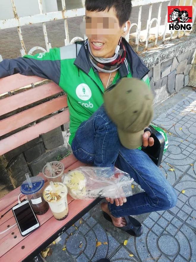 Giữa trưa nắng, tài xế bị bom gần 300 nghìn tiền trà sữa và cái vẫy tay chua xót - Ảnh 1.