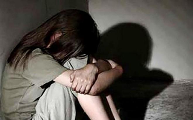 Chủ hiệu thuốc dâm ô nữ sinh bị công an bắt tạm giam