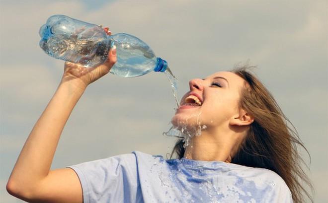 """Kết quả hình ảnh cho uống nhiều nước"""""""