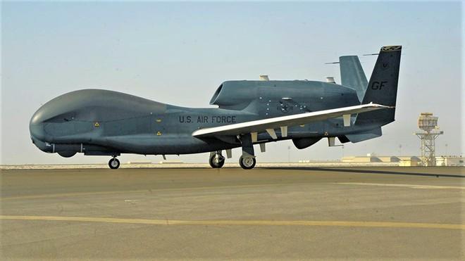"""Nghi vấn máy bay bị bắn hạ đổ dồn về """"siêu mắt thần"""" RQ-4C của Mỹ - Ảnh 1."""