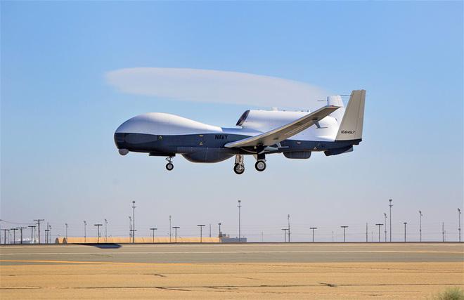 """Nghi vấn máy bay bị bắn hạ đổ dồn về """"siêu mắt thần"""" RQ-4C của Mỹ - Ảnh 3."""