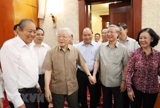 Hình ảnh Tổng Bí thư, Chủ tịch nước chủ trì họp Bộ Chính trị - Ảnh 1.