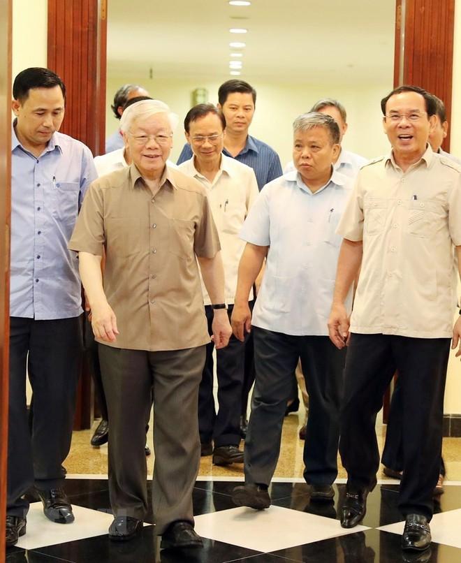 Hình ảnh Tổng Bí thư, Chủ tịch nước chủ trì họp Bộ Chính trị - Ảnh 2.