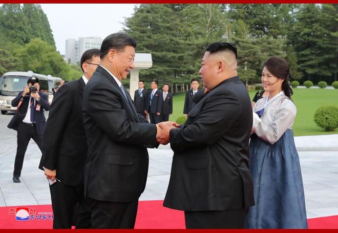 Hình ảnh ấn tượng trong chuyến công du Triều Tiên đầu tiên của ông Tập Cận Bình - Ảnh 11.