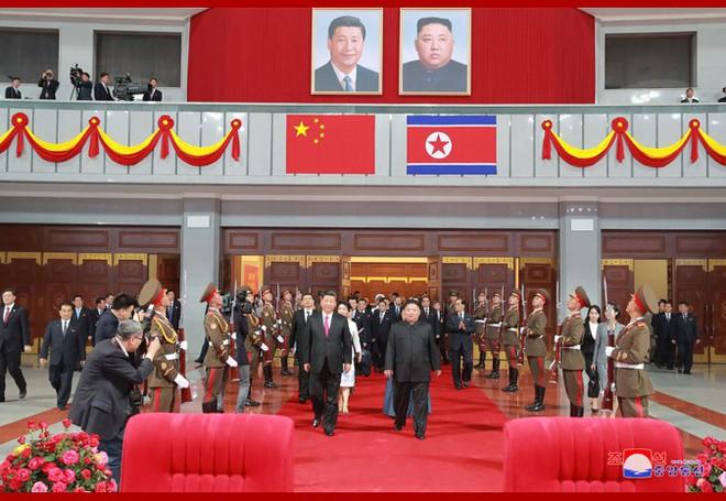 Hình ảnh ấn tượng trong chuyến công du Triều Tiên đầu tiên của ông Tập Cận Bình - Ảnh 13.