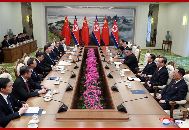 Hình ảnh ấn tượng trong chuyến công du Triều Tiên đầu tiên của ông Tập Cận Bình - Ảnh 14.