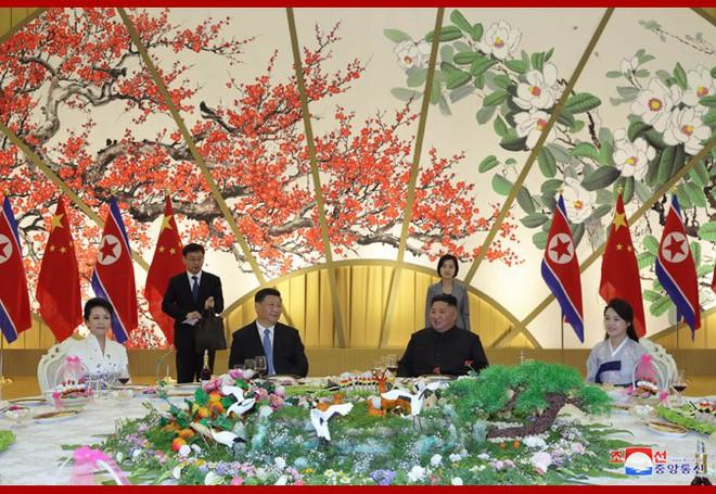 Hình ảnh ấn tượng trong chuyến công du Triều Tiên đầu tiên của ông Tập Cận Bình - Ảnh 15.