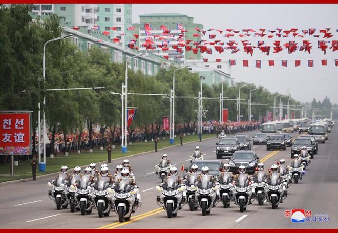 Hình ảnh ấn tượng trong chuyến công du Triều Tiên đầu tiên của ông Tập Cận Bình - Ảnh 5.