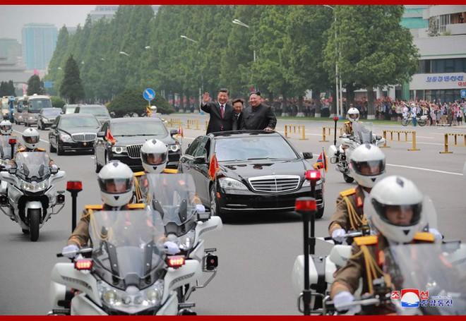 Hình ảnh ấn tượng trong chuyến công du Triều Tiên đầu tiên của ông Tập Cận Bình - Ảnh 7.
