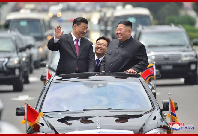 Hình ảnh ấn tượng trong chuyến công du Triều Tiên đầu tiên của ông Tập Cận Bình - Ảnh 9.