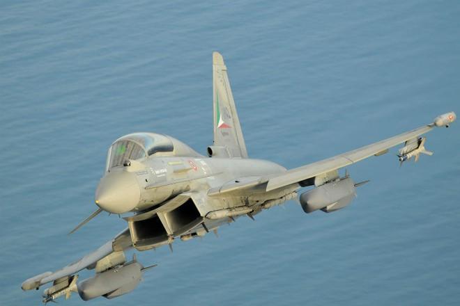 S-300, S-400 và S-500 Nga biến máy bay chiến đấu tối tân nhất châu Âu thành bia đỡ đạn? - Ảnh 2.