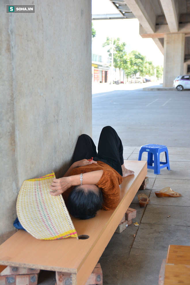 Những giấc ngủ trưa vội vã giữa trời nắng nóng gay gắt như chảo lửa ở Hà Nội - Ảnh 18.