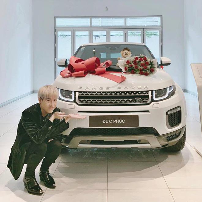 Nhà bạc tỷ, xe hơi, đồ hiệu xa xỉ của Đức Phúc, Hương Tràm hậu The Voice - Ảnh 2.