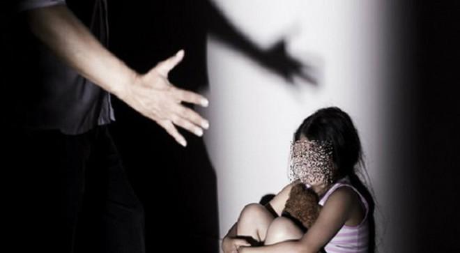 Tuổi thơ kinh hoàng của cô gái bị chính ông nội cưỡng hiếp năm 13 tuổi - Ảnh 1.