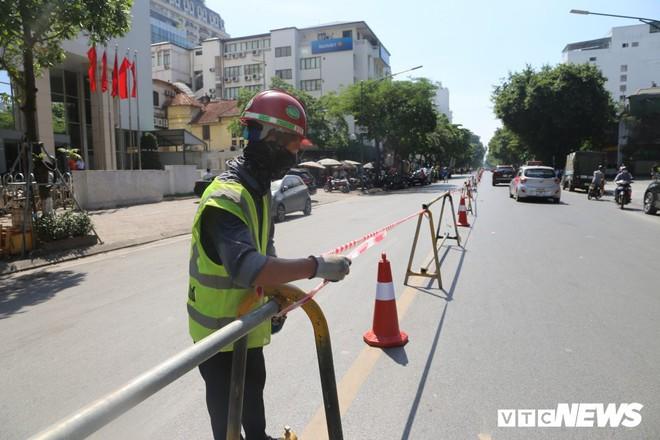 Ảnh: Rào chắn đường Trần Hưng Đạo để xây nhà ga ngầm tuyến Metro Nhổn - Ga Hà Nội - Ảnh 5.