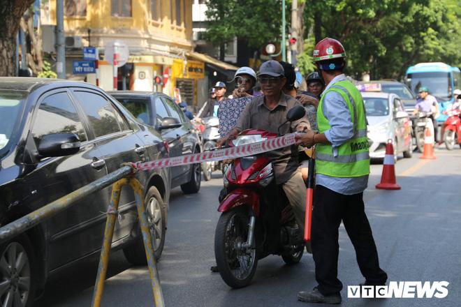 Ảnh: Rào chắn đường Trần Hưng Đạo để xây nhà ga ngầm tuyến Metro Nhổn - Ga Hà Nội - Ảnh 7.