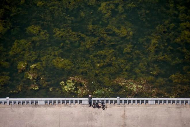 7 ngày qua ảnh: Người dân Triều Tiên giải nhiệt trong công viên nước - Ảnh 10.