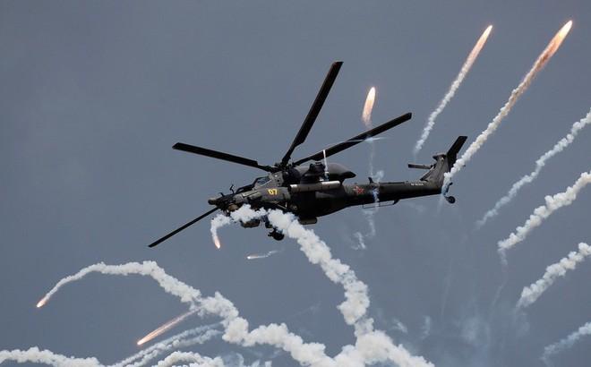 """""""Kẻ săn đêm"""" Mi-28NM Nga phóng tên lửa siêu bí mật tiêu diệt mục tiêu"""