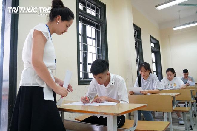 Gần 2.000 điểm thi làm thủ tục dự thi THPT QG 2019 cho gần 900.000 thí sinh trên cả nước - Ảnh 6.