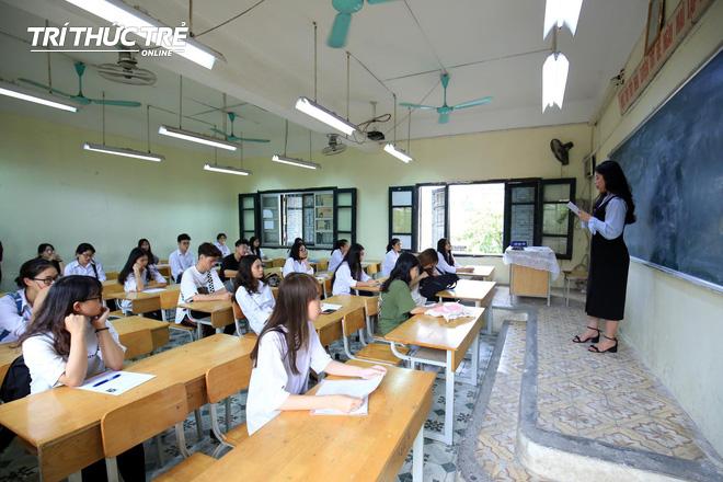 Gần 2.000 điểm thi làm thủ tục dự thi THPT QG 2019 cho gần 900.000 thí sinh trên cả nước - Ảnh 5.