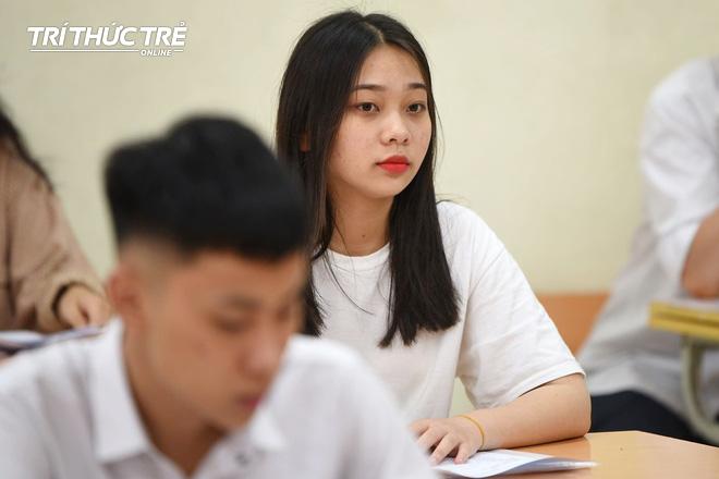 Gần 2.000 điểm thi làm thủ tục dự thi THPT QG 2019 cho gần 900.000 thí sinh trên cả nước - Ảnh 8.