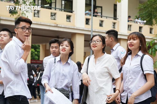 Gần 2.000 điểm thi làm thủ tục dự thi THPT QG 2019 cho gần 900.000 thí sinh trên cả nước - Ảnh 12.