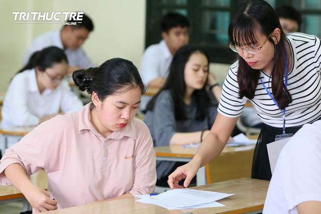 Gần 2.000 điểm thi làm thủ tục dự thi THPT QG 2019 cho gần 900.000 thí sinh trên cả nước - Ảnh 7.