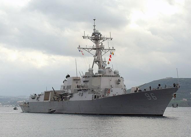 Tàu đổ bộ tấn công, 2 tàu tuần dương, khu trục cùng tàu sân bay USS Abraham Lincoln áp sát Iran - Anh sẵn sàng tham chiến - Ảnh 4.