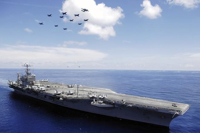 Tàu đổ bộ tấn công, 2 tàu tuần dương, khu trục cùng tàu sân bay USS Abraham Lincoln áp sát Iran - Anh sẵn sàng tham chiến - Ảnh 3.