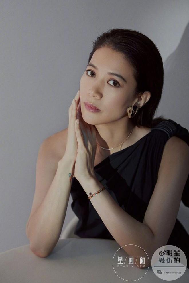Hoa hậu Hồng Kông Viên Vịnh Nghi U50 sắc vóc siêu quyến rũ - Ảnh 7.