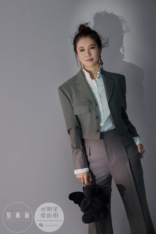 Hoa hậu Hồng Kông Viên Vịnh Nghi U50 sắc vóc siêu quyến rũ - Ảnh 9.