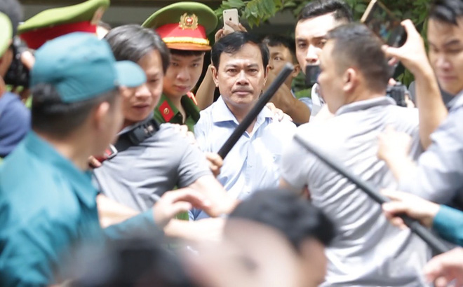 """Cục phó C45: Vì vụ sàm sỡ bé gái 8 tuổi mà con ông Linh """"đang đi học phải tạm nghỉ ở nhà"""""""
