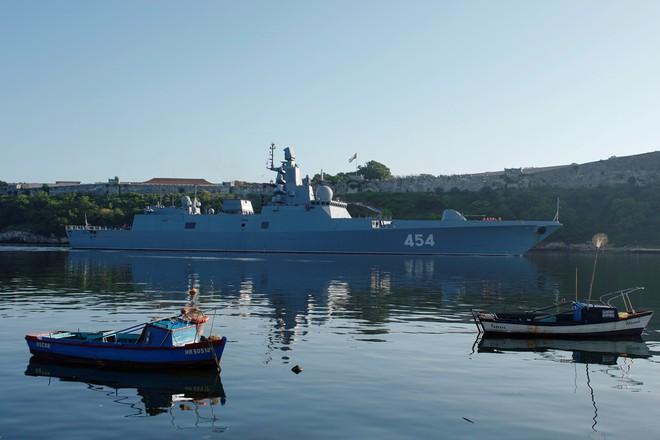 Tàu chiến Nga chất đầy tên lửa cập cảng Cuba, máy bay quân sự đáp xuống Venezuela - Ảnh 1.