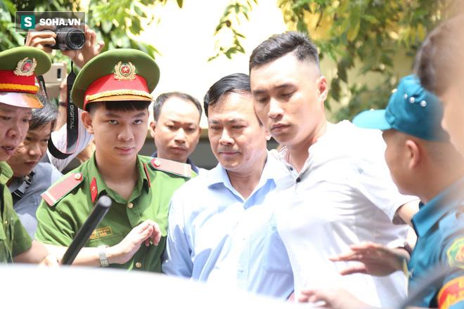 Yêu cầu làm rõ tình tiết bàn tay của ông Nguyễn Hữu Linh có chạm vào cơ thể bé gái hay không! - Ảnh 1.