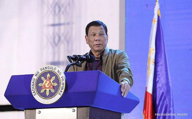 """Sau vụ tàu cá nghi bị tàu TQ đâm chìm, TT Duterte vẫn gọi TQ là """"bạn bè"""", tiếp tục cho đánh cá ở vùng biển Philippines"""