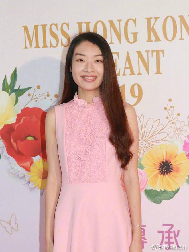 Hoảng hồn với nhan sắc dàn thí sinh Hoa hậu Hong Kong: Thảm thế này thì ai sẽ đăng quang? - Ảnh 2.
