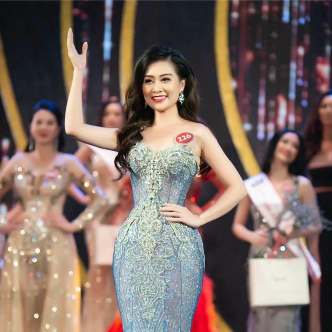 Nữ giám thị xinh đẹp gây sốt tại kỳ thi THPT Quốc gia 2019 ở Nghệ An - Ảnh 5.