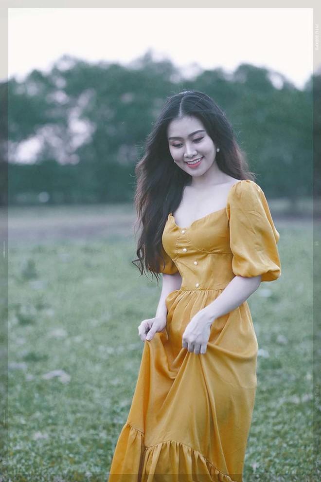 Nữ giám thị xinh đẹp gây sốt tại kỳ thi THPT Quốc gia 2019 ở Nghệ An - Ảnh 6.