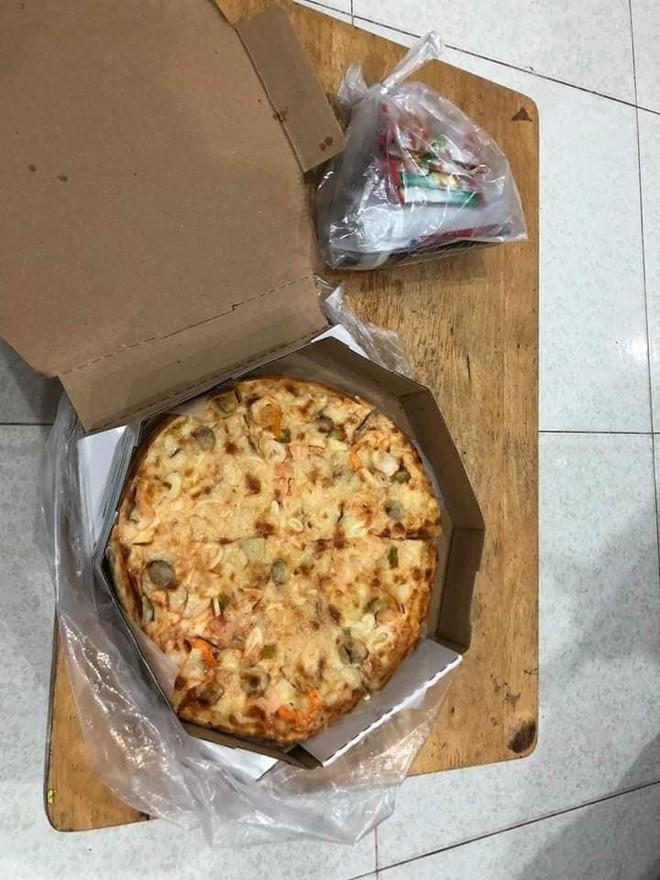 Chú xe ôm buồn bã khi bị thượng đế bom chiếc pizza gần 200k giữa đêm: Pizza thì chú cũng không biết ăn, chắc bỏ thôi... - Ảnh 2.