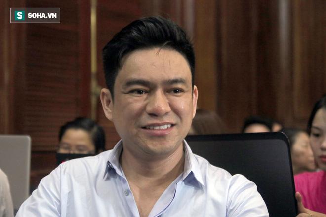 Vợ cũ mỉm cười lãnh 18 tháng tù, bác sĩ Chiêm Quốc Thái nói sẽ kháng cáo - Ảnh 3.