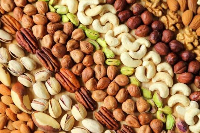 Nên để vỏ hay bóc vỏ khi ăn các loại hạt? - Ảnh 2.