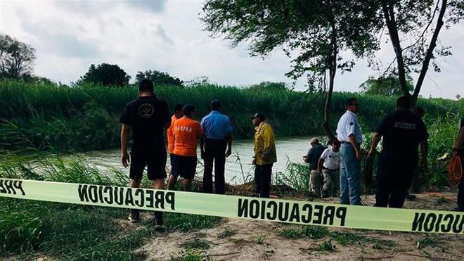 Câu chuyện đằng sau bức ảnh hai cha con nhập cư gục chết bên bờ sông - Ảnh 3.