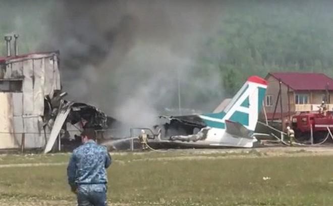 Máy bay Antonov An-24 hạ cánh khẩn cấp ở Nga, 2 phi công thiệt mạng