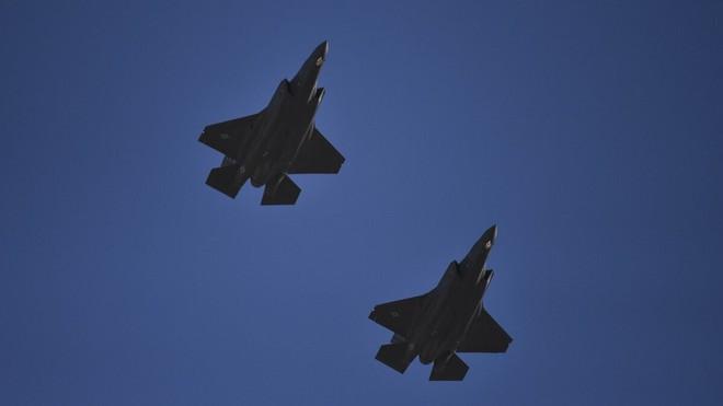 Viễn cảnh kinh hoàng: Tiêm kích F-35 liên quân Anh-Mỹ-Israel đồng loạt đánh phủ đầu Iran - Ảnh 1.