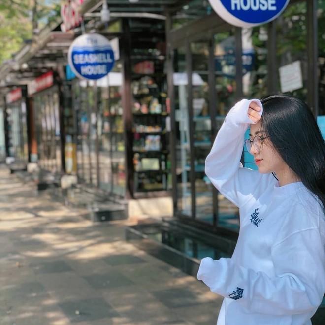 Vì câu nói của bạn thân giữa đám đông, nữ sinh Long An quyết lột xác, gây chú ý với ngoại hình giống Hoà Minzy - Ảnh 10.