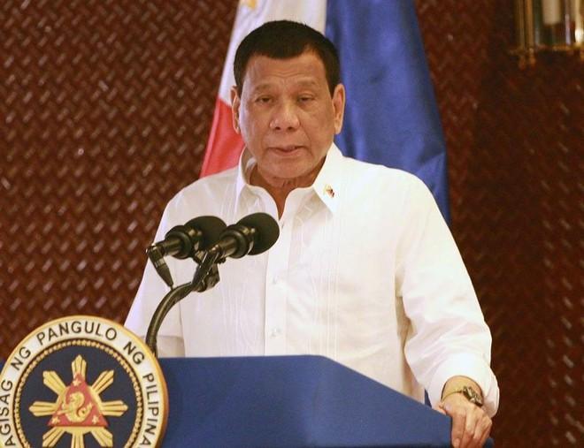 Nghị sỹ Philippines thách Tổng thống gửi ngư dân tới đánh cá ở vùng EEZ của Trung Quốc để chứng minh tình hữu nghị - Ảnh 1.