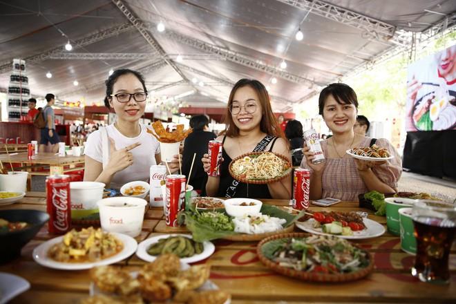 """Coca-Cola và những cú """"bắt trend thần sầu"""" vì quá hiểu nhu cầu đi đâu, ăn gì của giới trẻ Việt - Ảnh 11."""