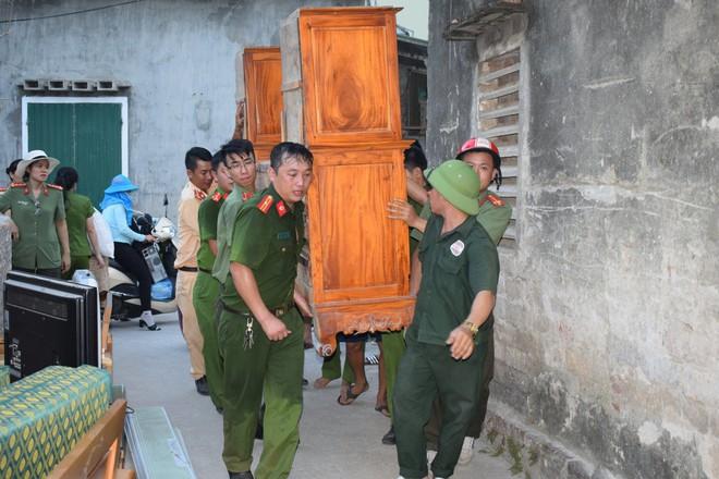 Toàn cảnh vụ cháy rừng thông lớn nhất Hà Tĩnh, di dời tài sản cả trăm hộ dân - Ảnh 11.